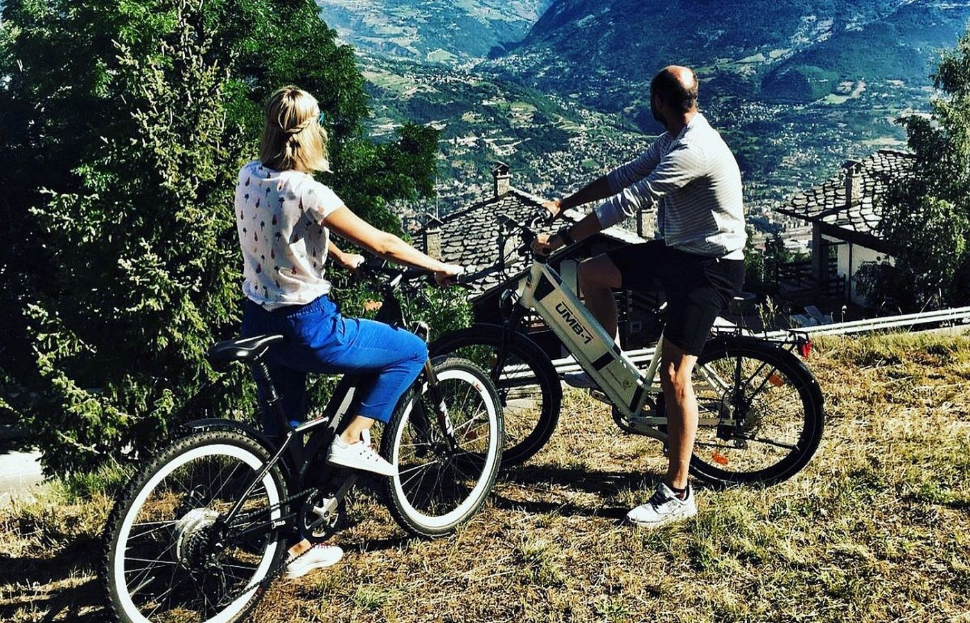 Pedala in sella ad una eBike